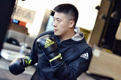 (合成圖/翻攝自練喻軒臉書)中國,拳擊冠軍