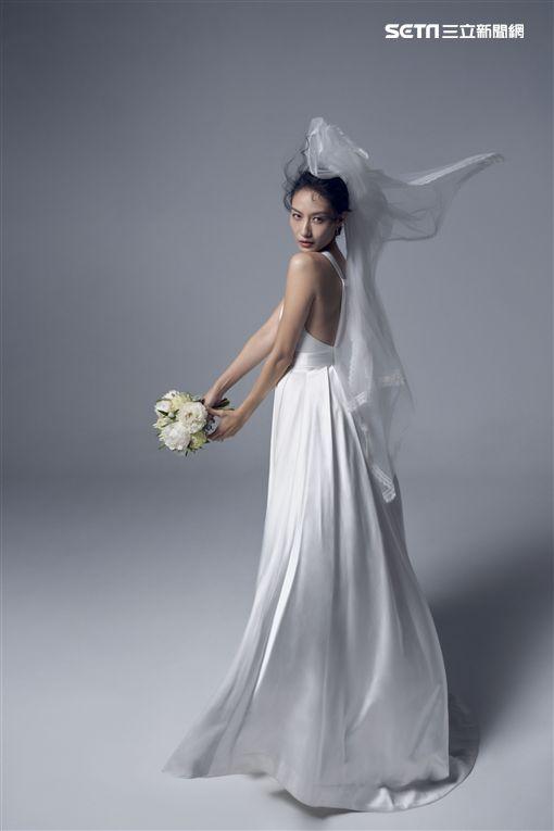 凱渥提供 邱馨慧私訊好友設計師詹朴訂製婚紗