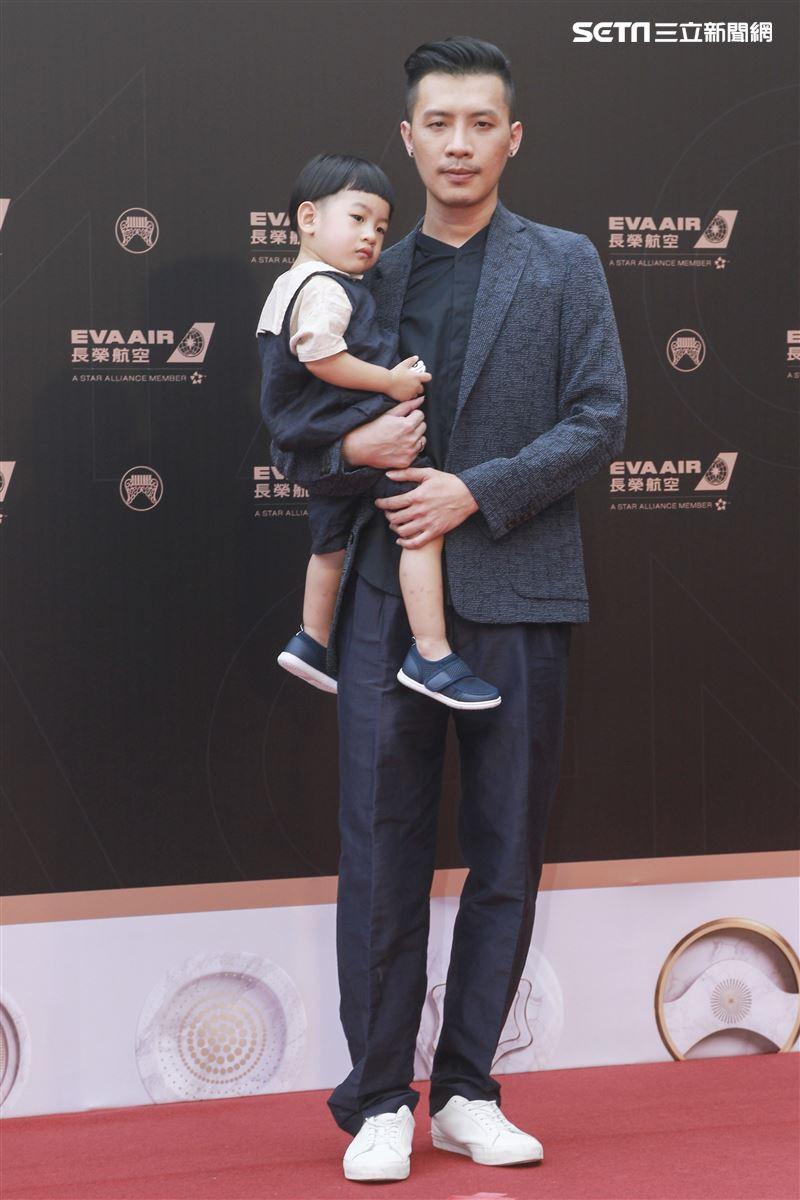第30屆金曲獎星光大道,陳君豪。(記者邱榮吉、林士傑/攝影)