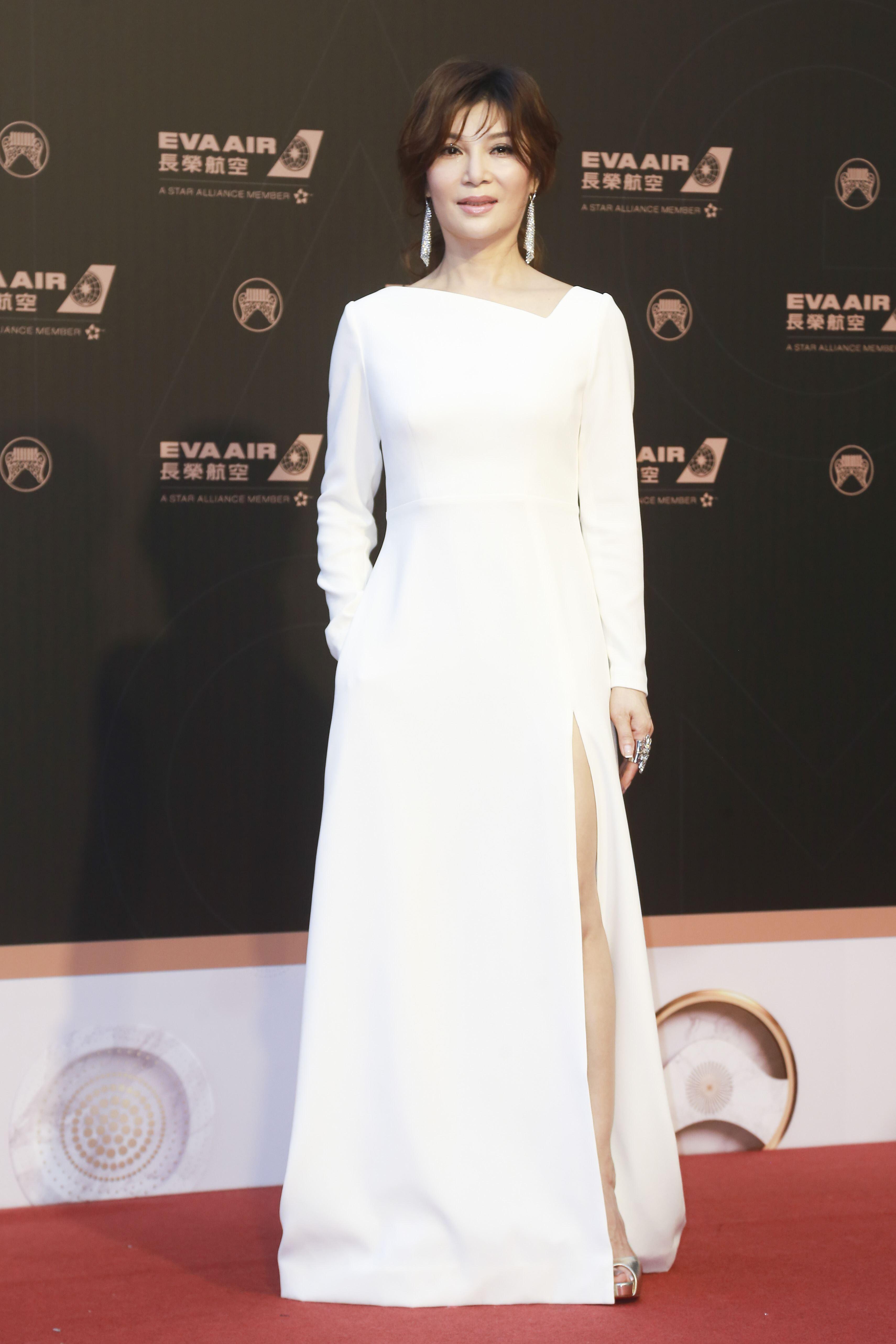 第30屆金曲獎星光大道,蔡秋鳳。(記者邱榮吉、林士傑/攝影)