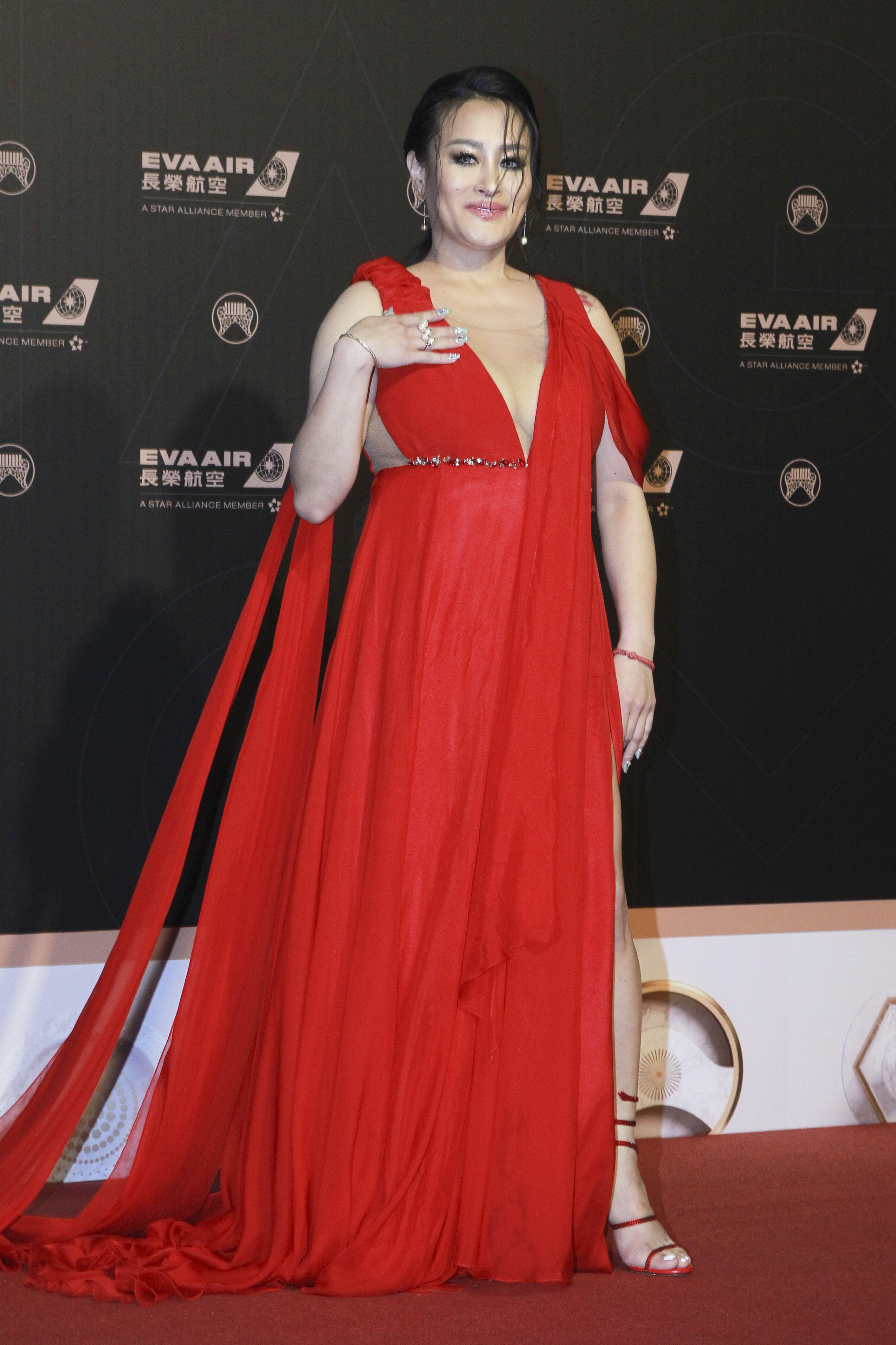 第30屆金曲獎星光大道,紀曉君。(記者邱榮吉、林士傑/攝影)