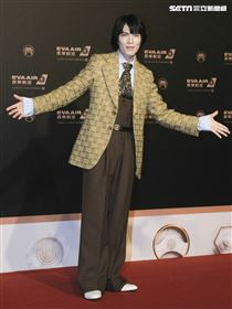 第30屆金曲獎星光大道,蕭敬騰。(記者邱榮吉、林士傑/攝影)