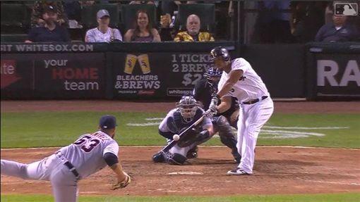 ▲白襪阿布瑞尤(Jose Abreu)低角度壞球撈成再見3分砲。(圖/翻攝自MLB官網)