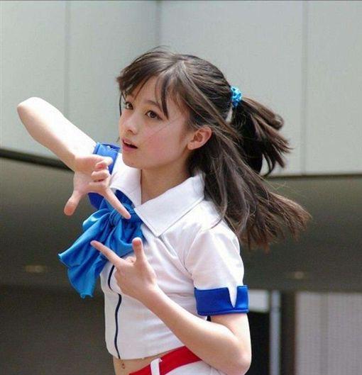 日本女星橋本環奈,14歲那一年以「奇蹟美照」爆紅全國。(圖/翻攝自網路)