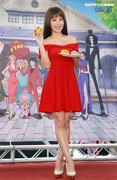 郭書瑤以航海王女神娜美出席ONE PIECE動畫二十週年紀念特展開展,最愛喬巴。(記者邱榮吉/攝影)