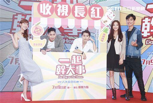 《一起幹大事》首映會,邱宇辰、賴雅琪、楊騰、許巧薇、邱九儒。(記者林士傑/攝影)