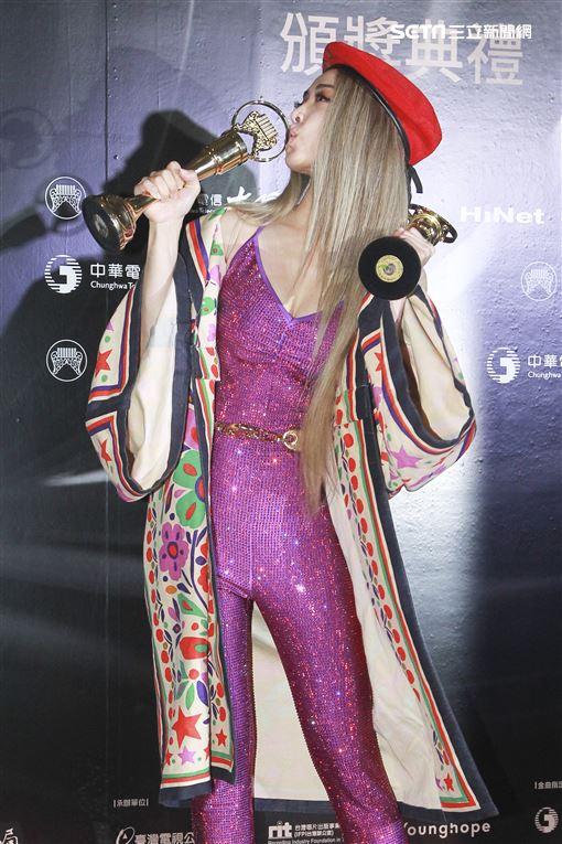 第30屆金曲獎獲得年度專輯獎蔡依林。(記者邱榮吉、林士傑/攝影)