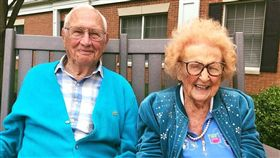 16:9 姐姐我愛你!在養老院看對眼 百歲人瑞愛上102歲老奶奶 圖/翻攝自Kingston Residence of Sylvania臉書 https://www.facebook.com/KingstonResidenceOfSylvania/posts/2784011588302919