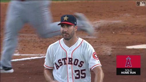 ▲被大谷翔平敲全壘打,韋蘭德(Justin Verlander)只能苦笑。(圖/翻攝自MLB官網)