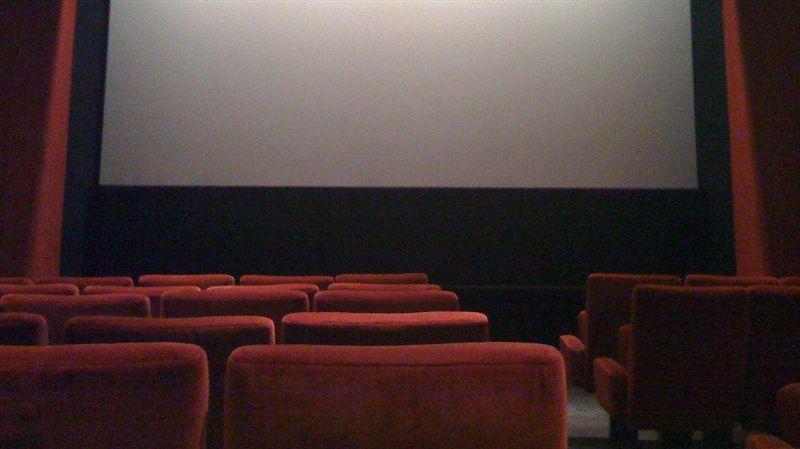 去看電影!四人座選「中間兩位」被轟自私 網掀正反論戰
