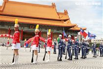 台北市莊敬高職獲得國防部第三屆全國高級中等學校儀隊競賽決賽冠軍。(記者邱榮吉/攝影)
