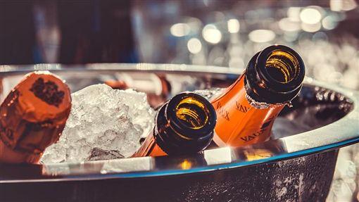 酒,酒瓶,啤酒,喝酒,飲酒,狂歡,酒醉,喝醉(翻攝PIXABAY)