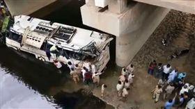 印度,巴士,車禍(圖/翻攝自推特)