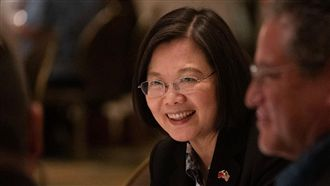 小英稱台灣總統遭罵 網狂讚:無誤!