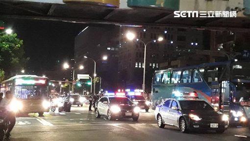 台北市士林區中正路發生女騎士遭遊覽車輾斃車禍(翻攝畫面)