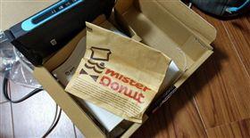 放十年的甜甜圈(圖/翻攝自推特)