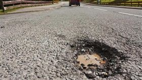 (圖/翻攝自騰訊新聞)道路,馬路,坑洞