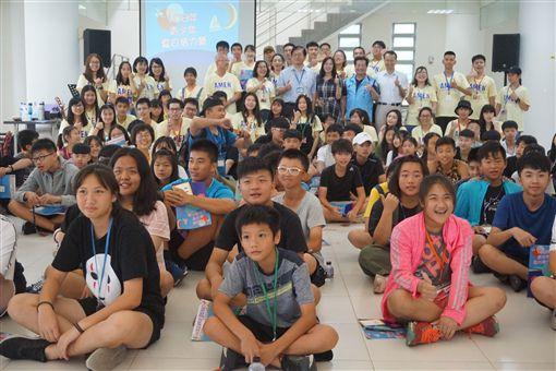 由金門縣生命線協會承辦、沙美基督長老教會和金門大學等單位協辦的108年青少年夏日活力營,今年以「夢想」為主題,9日在金門大學舉行開幕式。
