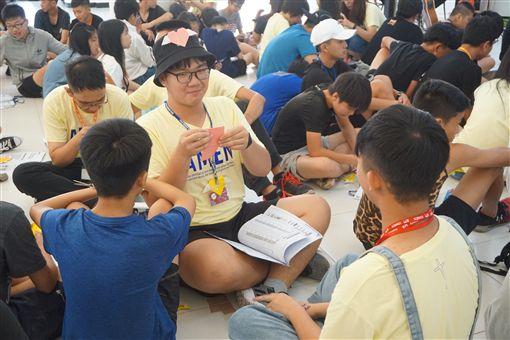 108年青少年夏日活力營9日在金門大學登場,學子放下手機、走出雲端,與大家互動,共同完成團體目標,並找尋各自夢想。