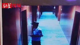 女酒店房內洗澡 遭保全闖入影片外流(圖/翻攝自秒拍)