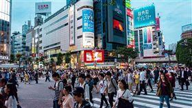 (最大減幅!日本人口1億2477萬 少掉43萬多人創紀錄) (中央社東京10日電)日本總務省今日公布今年元旦的人口統計,境內的日本國民約1億2477萬多人,比去年減少43萬多人,創1968年調查以來最大減幅。另外,住在日本的外國人約有266萬7200人。 圖/pixabay