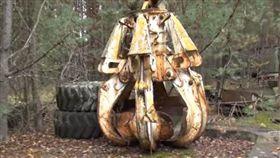 核災,車諾比,核爆家園,烏克蘭,旅遊,機械爪,輻射(圖/翻攝自YouTube)
