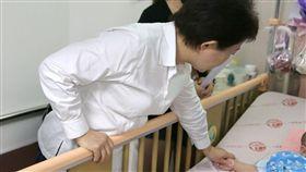 台中,女嬰,虐嬰,癱瘓,保母,昏迷,盧秀燕(圖/翻攝畫面)