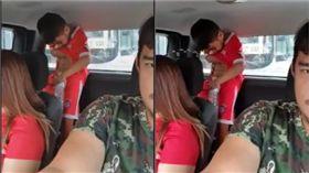 兒子尿急於車上解放。(圖/翻攝自รามคำแหง Drag Racing Thailand FB)