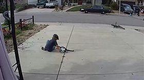 鄰居小男孩愛貓。(圖/翻攝自Reddit@NoraRose_86)