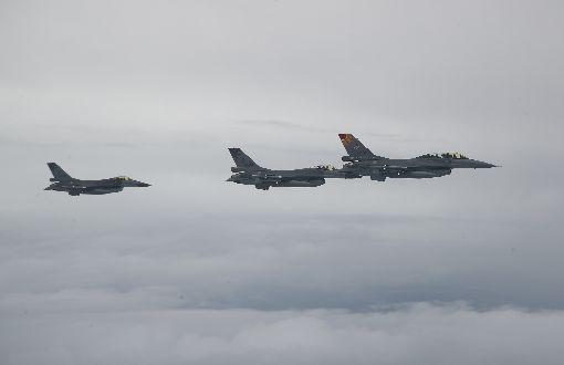 蔡總統啟程出訪 F-16伴飛(1)總統蔡英文11日中午正式啟程訪問加勒比海友邦,展開自由民主永續之旅,專機起飛後,一旁F-16戰機執勤伴飛。中央社記者張新偉攝 108年7月11日