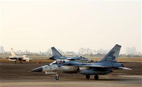 影響8航班!IDF「機械故障」迫降台中 詳細原因調查中(圖/記者邱榮吉攝影)