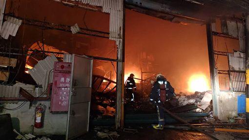 新北,樹林,火警,鐵皮屋,工廠(圖/翻攝畫面)