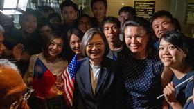 蔡英文出訪過境美國紐約,受到支持者歡迎 圖翻攝自蔡英文臉書