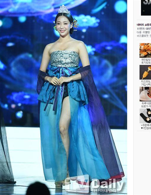 「2019韓國小姐選美大賽」改造韓服太暴露。(圖/翻攝自News.Nate)