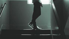 上吊,啃老,新北,樓梯間 (圖/取自Pixabay)