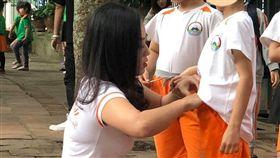 越南女老師辣照在網上瘋傳。翻攝hanoi24h.net