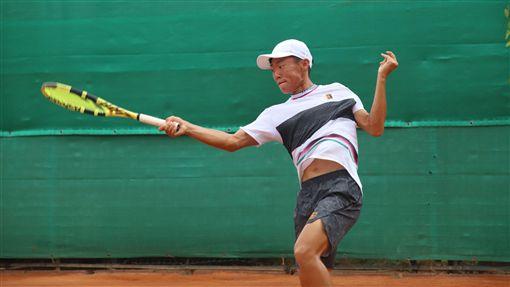 ▲曾俊欣在世大運網球男單4強賽輕鬆晉級。(圖/麗台、國體大提供)