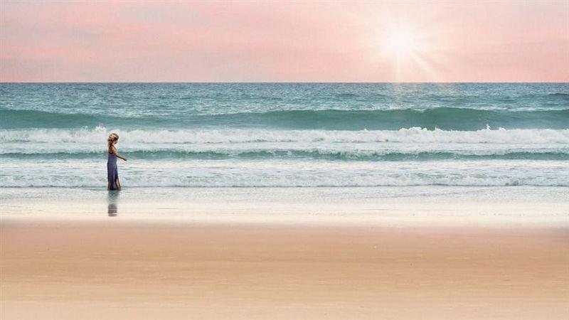 沙灘找幸運物!一掏…全是用過保險套