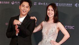 2019台北電影獎今天於台北市中山堂舉行,備受矚目的情侶檔鄭人碩和小薰一起走紅毯。電影《寒單》。(圖/記者邱榮吉攝影)