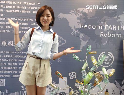 「學姊」黃瀞瑩表示在老闆面前唱歌有點緊張。(圖/記者蕭翰弦攝影)