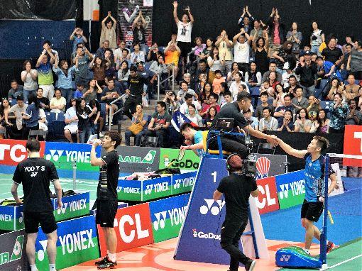 李洋王齊麟美國羽球公開賽告捷 全場歡呼台灣男子雙打組合李洋(右)、王齊麟13日在美國羽球公開賽4強賽擊敗南韓組合李龍大、柳延星,獲得全場歡呼。中央社記者林宏翰洛杉磯攝 108年7月14日