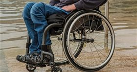 輪椅,殘障,義肢,老人(圖/翻攝自PIXABAY)