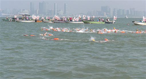▲金廈泳渡活動順利舉行。(圖/大會提供)