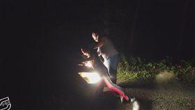 美國,男子偷車遭逮慘遭路人動用私刑打死(圖/翻攝自推特)