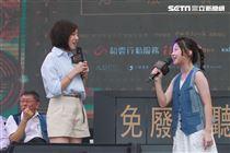 「學姊」黃瀞瑩與泰國音樂神童Gail演唱「曙光祭」宣傳曲,柯P在旁卻笑到不能自己。(記者邱榮吉/攝影)