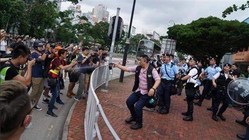 反送中,沙田,遊行,警民衝突,胡椒噴霧(圖/翻攝自推特,香港挺郭後援會)