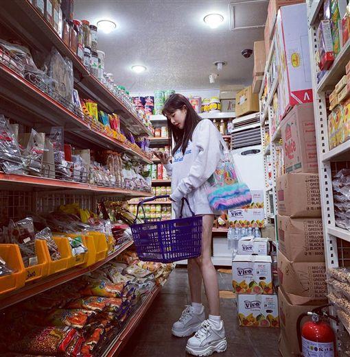 泫雅,長腿,下衣失蹤,超市/翻攝自泫雅IG