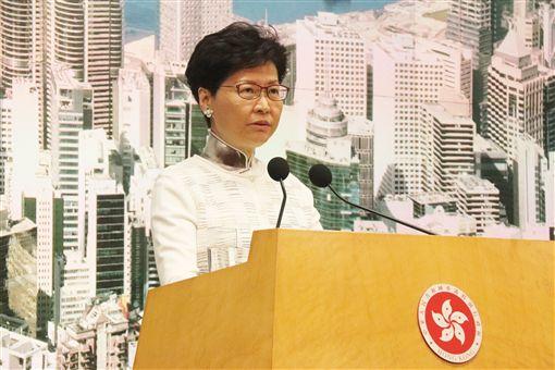 香港特首林鄭月娥15日透過辦公室指出,她仍有熱誠和承擔為香港市民服務;圖為林鄭月娥早前出席記者會時,也曾表達同一立場。
