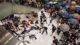 香港,反送中,沙田商場,警民流血衝突。翻攝自彭博