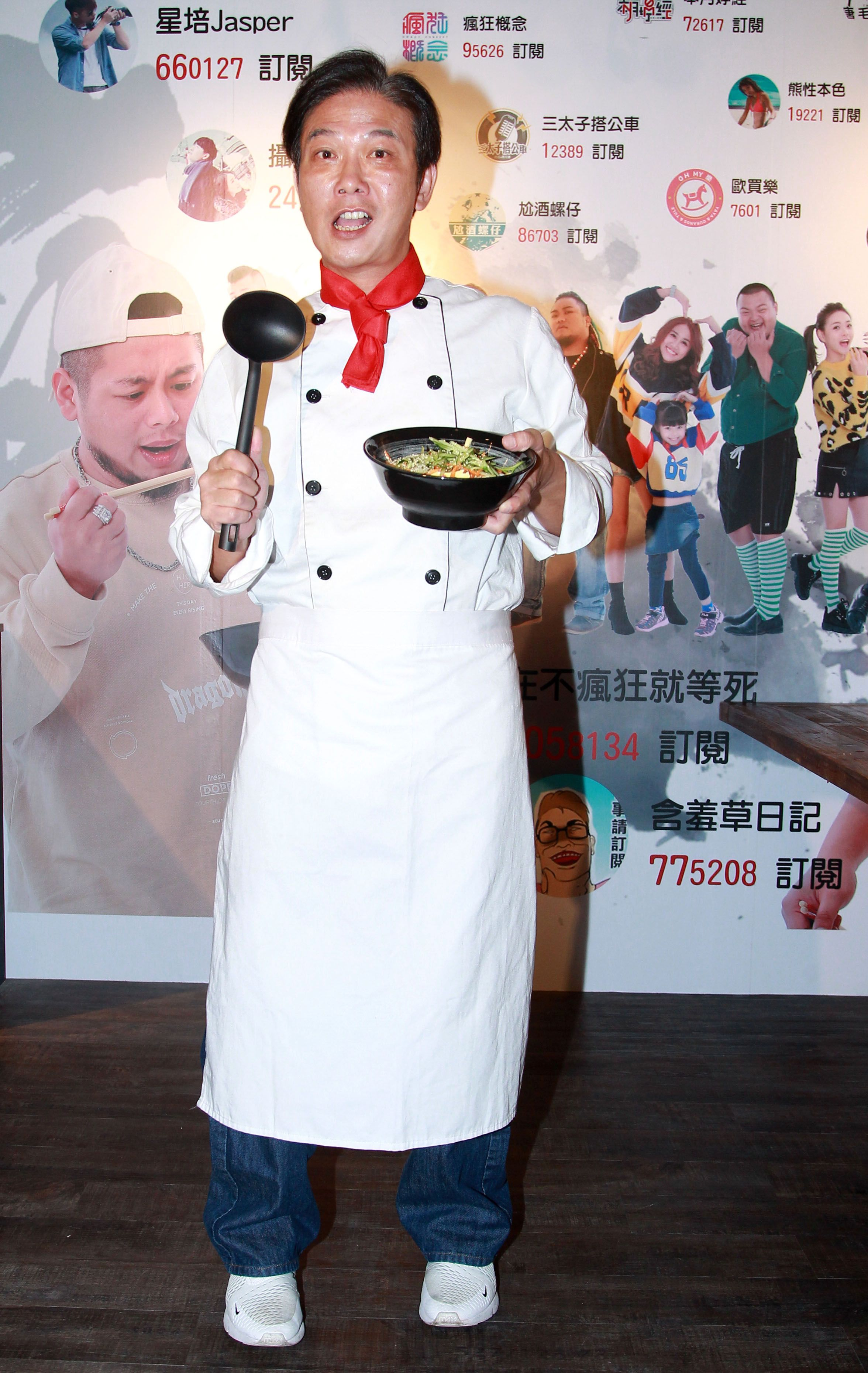 網紅游否希砸百萬賣麵!錢小豪站台笑曝「副業收攤關鍵」。(記者邱榮吉/攝影)